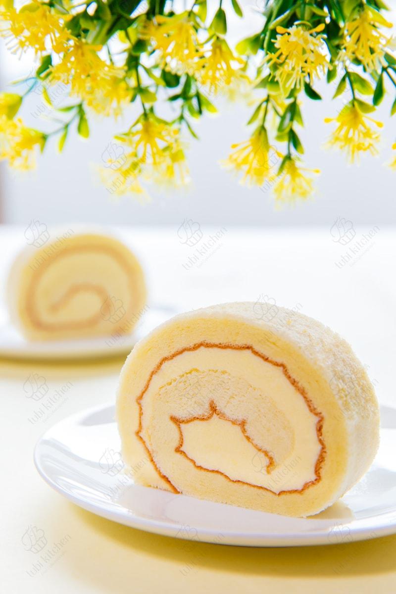 Cả bánh và kem đều lạnh lạnh, béo béo và thơm nức mùi sầu riêng