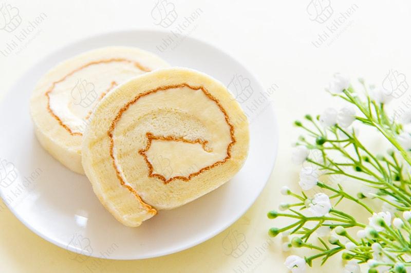 Phần kem bơ không bị chảy hay đẩy ra ngoài lúc cuộn như kem whipping