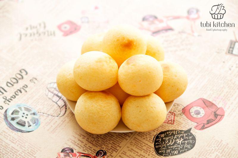 Vỏ mềm ruột dẻo kết hợp với vị phô mai béo ngậy tạo nên hương vị cực kỳ thơm ngon và hấp dẫn