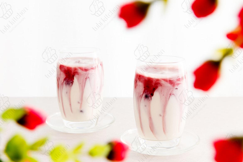 Sữa chua trộn mứt việt quất