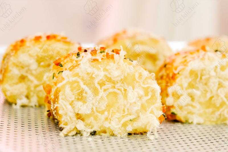 Bánh mì cuộn chà bông