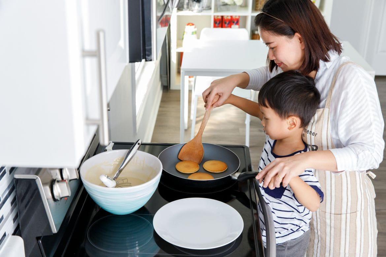 Vào bếp cùng con